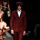 Traje masculino rojo de Ion Fiz colección otoño/invierno 2018/2019 en Madrid Fashion Week
