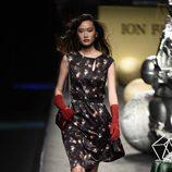 Vestido negro estampado de Ion Fiz colección otoño/invierno 2018/2019 en Madrid Fashion Week