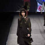 Vestido negro de volantes de Juana Martín colección otoño/invierno 2018/2019 en Madrid Fashion Week
