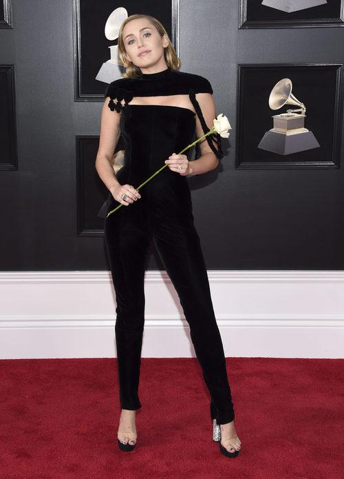 Miley Cyrus con un mono negro