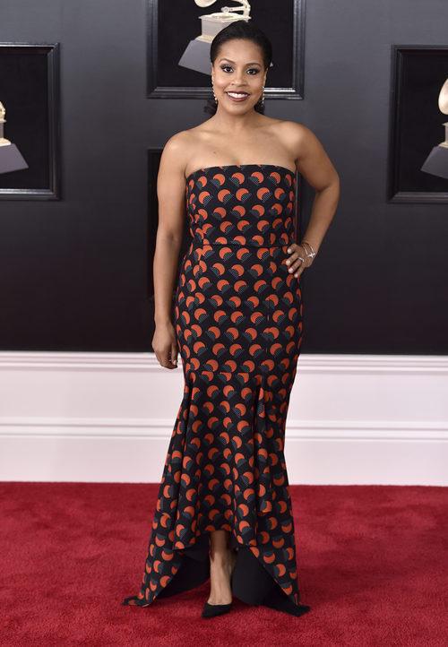 Sheinelle Jones con un vestido negro de estampados