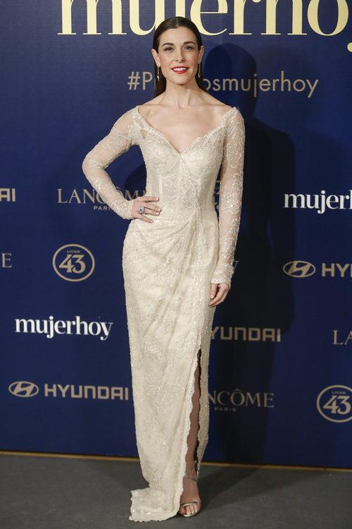 Raquel Sánchez luce un vestido de encaje blanco con brillantes