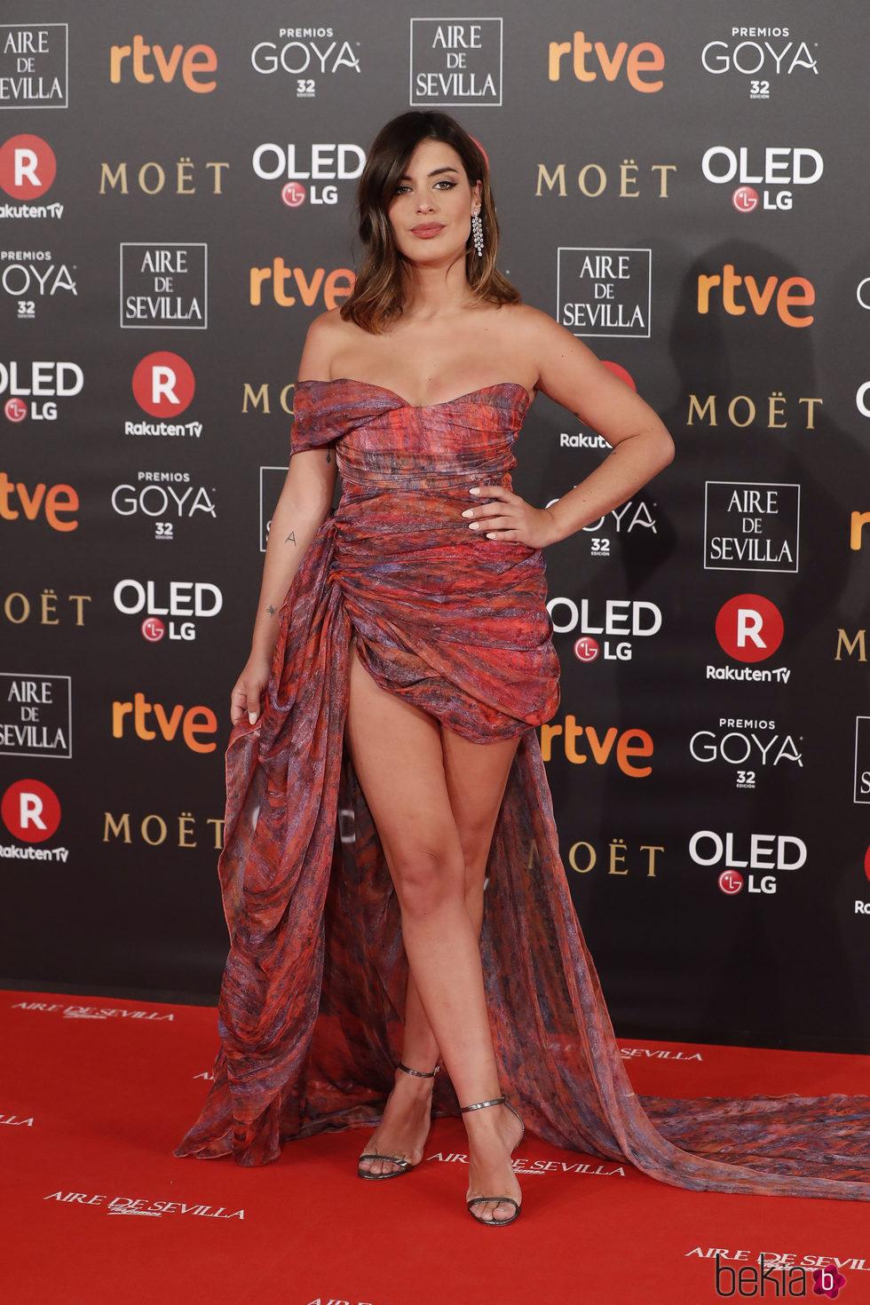 Dulceida con un vestido asimétrico en la alfombra roja de los Premios Goya 2018
