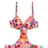 Trikini rosado con estampados coloridos de la colección Promise SS18