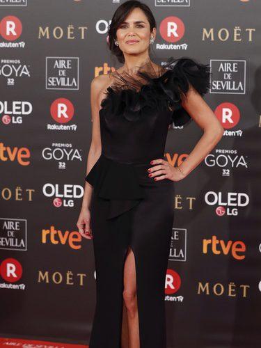 Elena Sánchez viste un elegante vestido negro en los Goya 2018