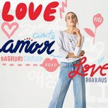 Jeans anchos con corazones all-over de la colección TommyXLove para San Valentín de Tommy Hilfiger