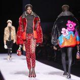 Chaqueta pantalón con animal print rojo de la colección de Tom Ford otoño 2018 en Nueva York Fashion Week