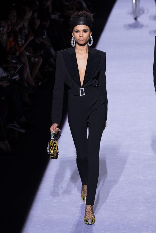 Traje pantalón negro de la colección de Tom Ford otoño 2018 en Nueva York Fashion Week