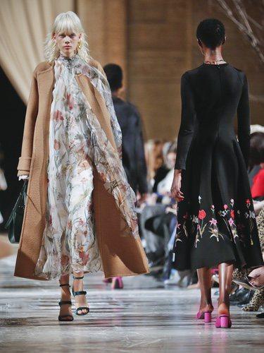 Vestido de transparencias florales de la colección de Oscar de la Renta otoño/invierno 2018 en la Nueva York Fashion Week