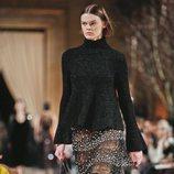 Falda transparente con volantes  de la colección de Oscar de la Renta otoño/invierno 2018 en la Nueva York Fashion Week