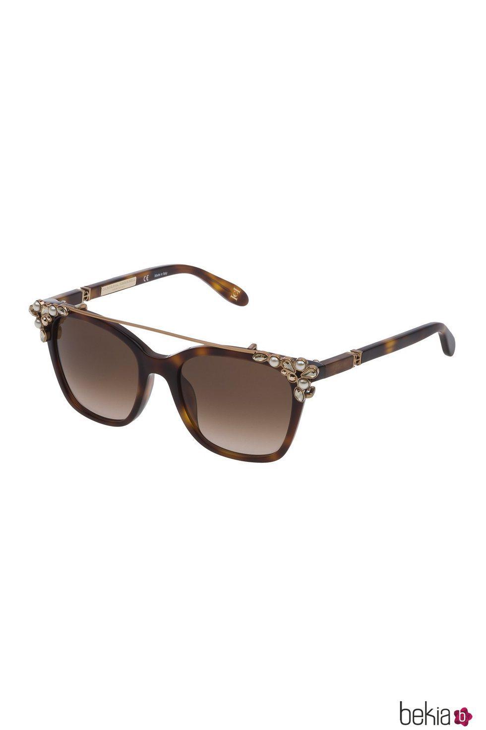 Nuevo diseño de gafas de Carolina Herrera en color marrón con el clip-on dorado de perlas 2018