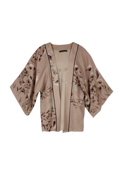Kimono con estampado floral en tonos nude de la colección de Dándara 2018