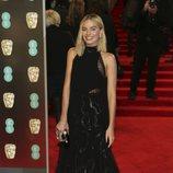 Margot Robbie con un vestido de Givenchy en la alfombra roja de los Premios BAFTA 2018