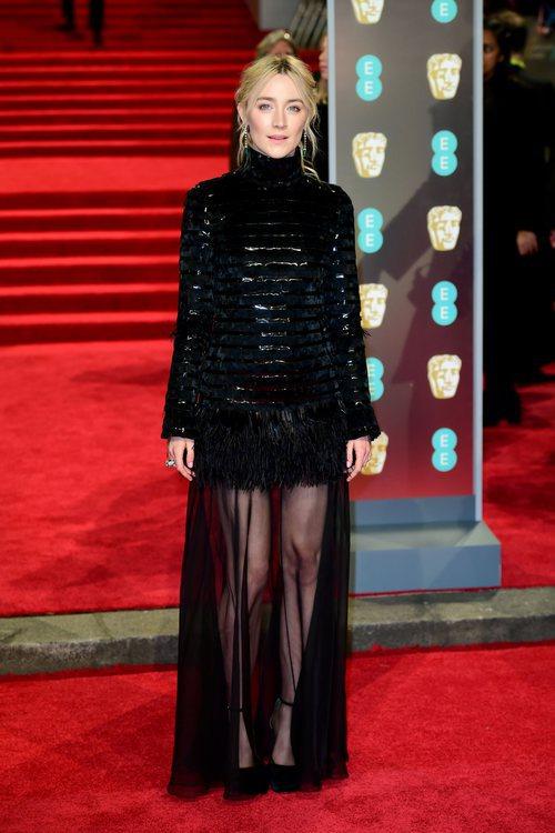 Saoirse Ronan con un vestido de Chanel en la alfombra roja de los Premios BAFTA 2018