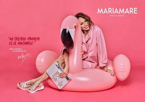 Eva González posa con unas sandalias plateadas para la colección de Mariamare primavera/verano 2018