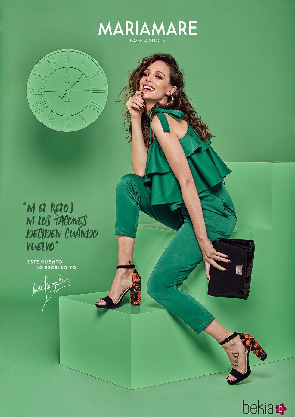 Eva González con unas sandalias negras de tacón para la colección de ...