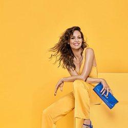 Eva González posa con unas sandalias azul marino para la colección de Mariamare primavera/verano 2018
