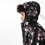 Sudadera negra con estampados florales de la colección Asos 4505 de Asos activewear