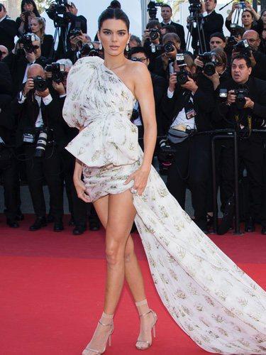 Kendall Jenner vestida de Giambattista Valli en el Festival de Cannes 2017
