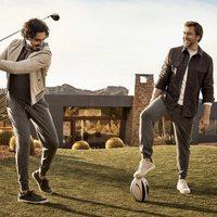 Javier Bardem y Dev Patel posando con chaquetas formales para Ermenegildo Zegna primavera/verano 2018