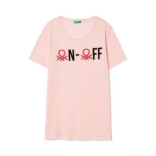 Camiseta rosa con mensaje de United Colors Of Benetton de la colección para primavera/verano 2018