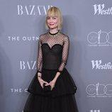 Jennifer Johnson con un vestido negro en los Premios Mejores Diseñadores 2018