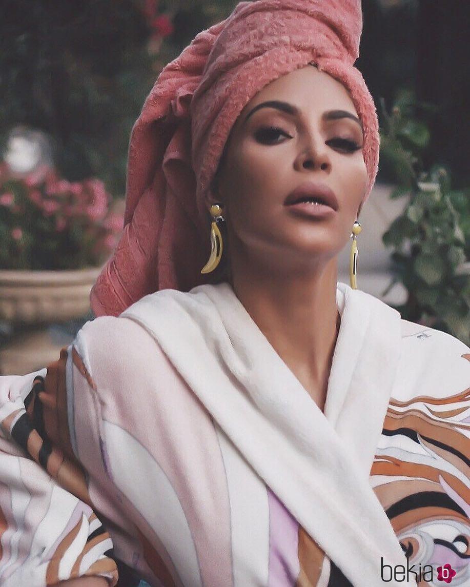Kim kardashian con un albornoz y una toalla de pelo 2018 - Toalla albornoz ...