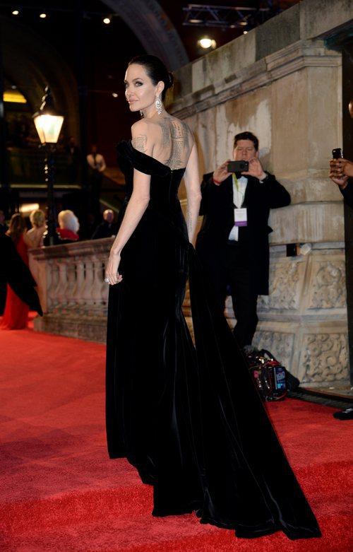 Angelina Jolie con un traje largo negro de Ralph y Russo en los Premios Bafta 2018