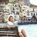 Elsa Pataky con un look marinero y sandalias planas de Gioseppo de la colección primavera/verano 2018