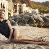 Elsa Pataky con sandalias doradas de Gioseppo de la colección primavera/verano 2018