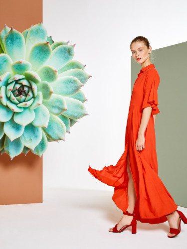 Vestido vaporoso en coral de la colección primavera/verano 2018 de Trucco