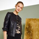 Falda negra con chaqueta de piel de la colección primavera/verano 2018 de Trucco