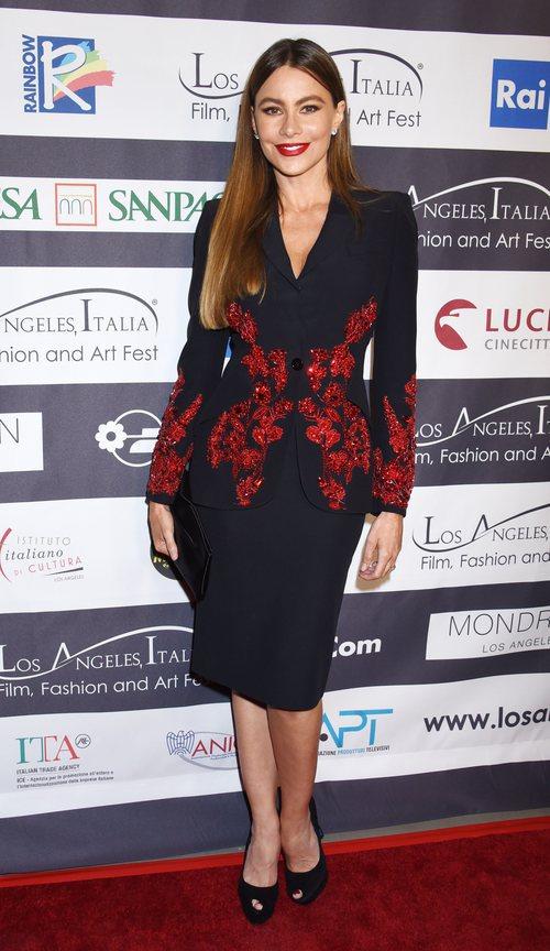 Sofía Verga con un traje de falda en el festival italiano de cine