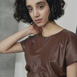 Camiseta de manga corta marrón con pliegues de la colección de COS-Paperbase primavera/verano 2018
