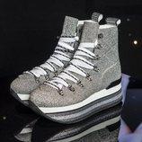 Zapatillas de bota con plataforma en tonos grises con brillante de Hogan para el próximo Otoño/Invierno 2018