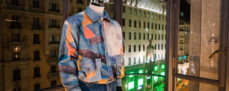 Camisa azul con detalles geométricos de Frescoté, nueva marca de María Escoté y Fer Fernández