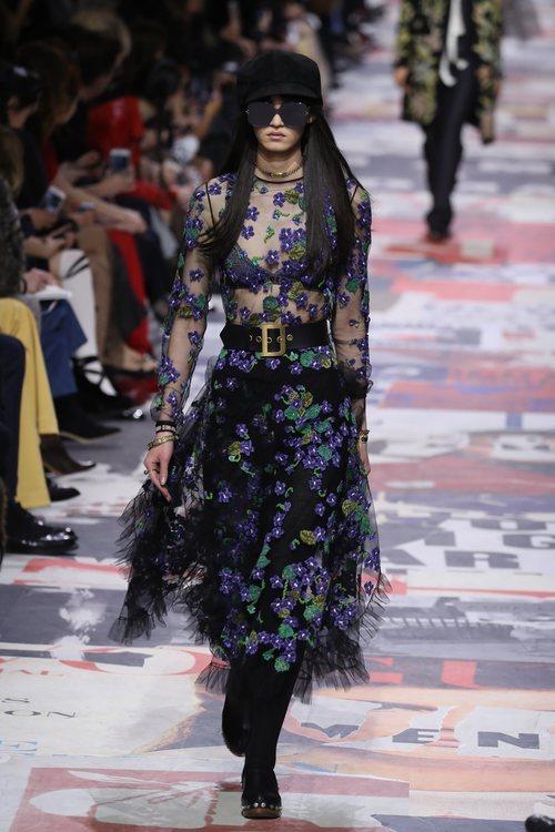 Blusa transparente con estampados florales de Dior otoño/invierno 2018/2019 en la Paris Fashion Week