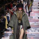 Gabardina verde militar  de Dior otoño/invierno 2018/2019 en la Paris Fashion Week