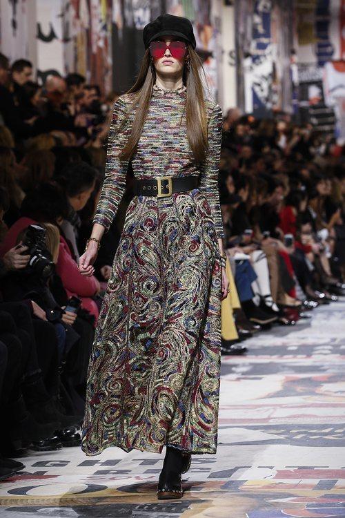 Vestido largo con estampados abstractos  de Dior otoño/invierno 2018/2019 en la Paris Fashion Week