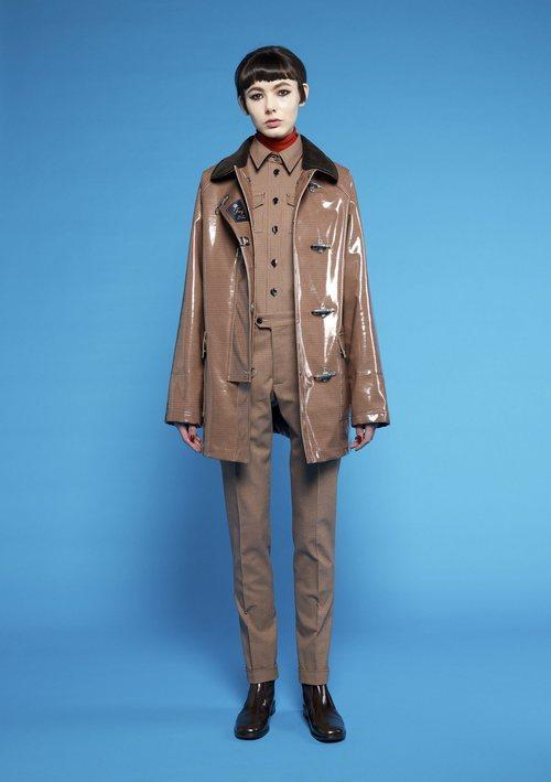 Abrigo marrón brillante con cuatro broches de Fay para  el otoño/invierno 2018