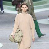 Traje de punto beige de Lacoste otoño/invierno 2018/2019 en la Paris Fashion Week