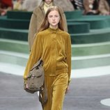 Chándal amarillo de Lacoste otoño/invierno 2018/2019 en la Paris Fashion Week