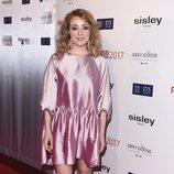 Ángela Cremonte con un traje mini rosa brillante en los Premios Fotogramas 2017