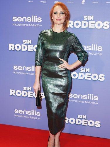 Cristina Castaño con un traje ceñido verde en la premiere de 'Sin rodeos'