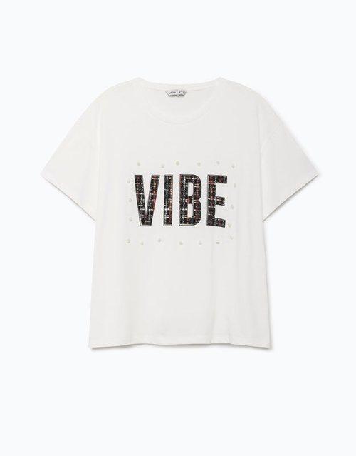 Camiseta blanca con las letras
