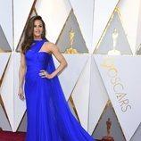 Jennifer Garner con un vestido azul klein en la alfombra roja de los Premios Oscar 2018
