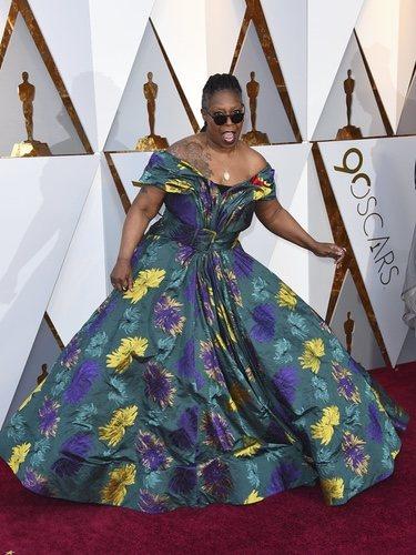 Whoopi Goldberg con un vestido floral en la alfombra roja de los Premios Oscar 2018