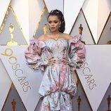 Andra Day con un vestido floral en la alfombra roja de los Premios Oscar 2018