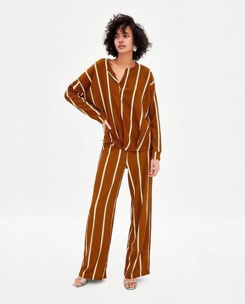 Conjunto de blusa con pantalón palazzo y estampado a rayas blancas de Zara 2018