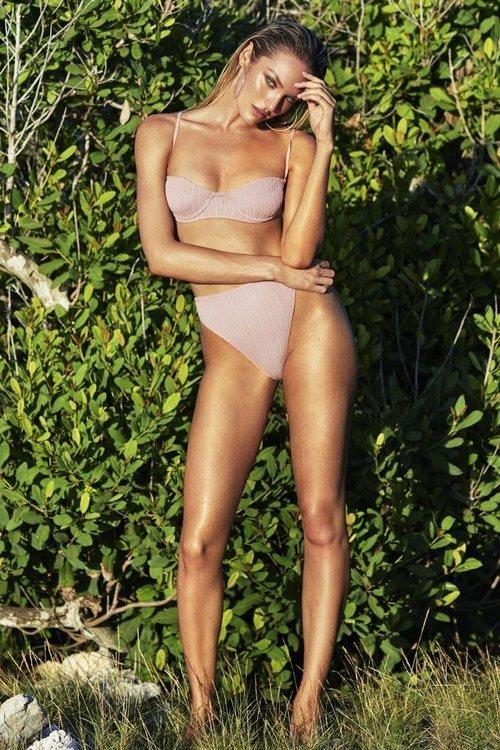 Bikini rosado con textura rayada de la la nueva línea de bikinis TropicfC